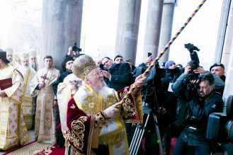 Sfintire-si-prima-liturghie-la-Catedrala-Mantuirii-Neamului-5.x71918