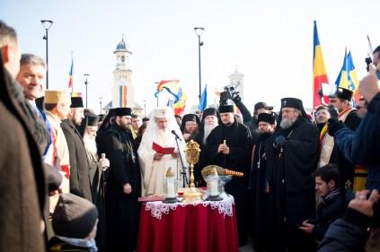 Patriarhul-a-sifntit-monumentul-unirii-2.x71918