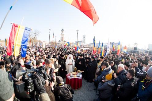 Patriarhul-a-sifntit-monumentul-unirii-5.x71918