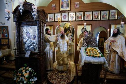 liturghie-sobor-ierarhi-manastirea-zosin_18