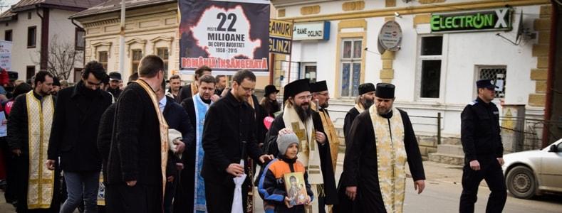 PS Macarie, Episcopul românilor din Europa de Nord, la Marșul pentru Viață: Mama mea a fost sfătuită să mă avorteze. Dacă s-ar fi întâmplat acest lucru, azi nu am mai fi fost împreună. Oare câte istorii nu s-au curmat încă din pântece?