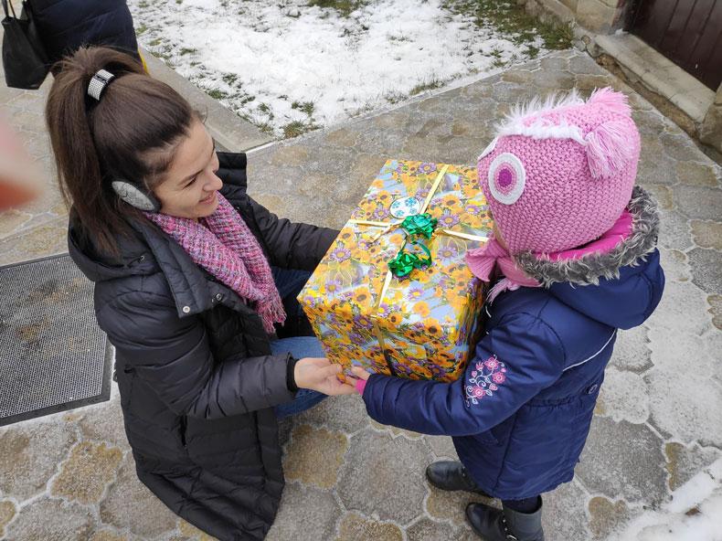 Darul din cutia de pantofi a ajuns la copiii din Republica Moldova