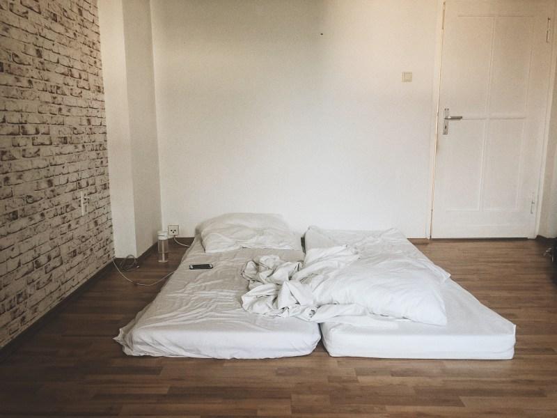 Matratzen auf dem Boden