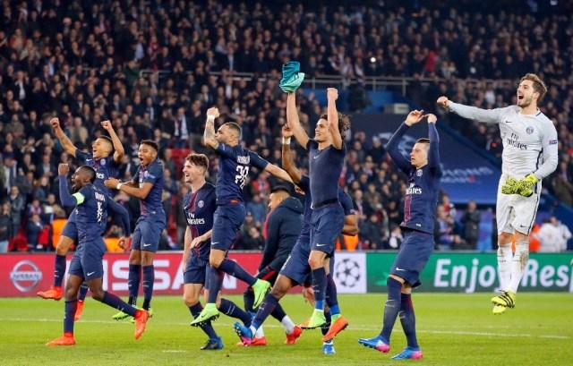 PSG celebrate vs Barcelona