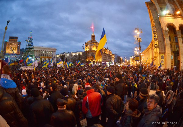 Ukraine PM extends a hand to protesters, warns against ...