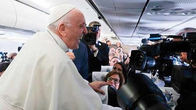 Iglesia Católica sí podría cancelar el celibato de los sacerdotes