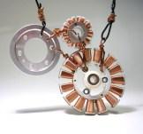 Collier avec des éléments électroniques