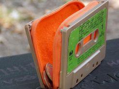 Porte-monnaie avec des cassettes audio