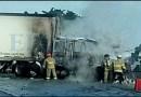 Se incendia tráiler, luego de impactarse contra camión torton.