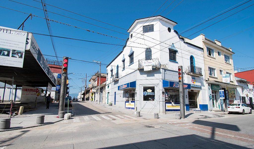 Rehabilitación de banquetas en Avenida 1 registra avance del 50 por ciento: Obras Públicas