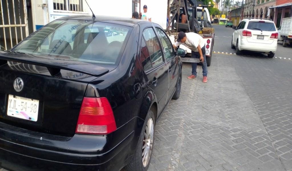 POLICÍA ASEGURA AUTO ROBADO