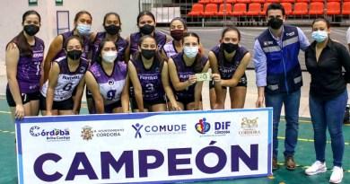 Panteras Moradas y Onlyfans, campeones del Torneo Municipal de Voleibol de Córdoba.
