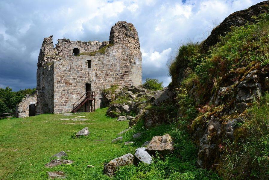 Prastarý hrad Přimda: Sídlo banditů i děsivého černého rytíře