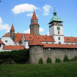 Přízračný hrad Bouzov se měl stát sídlem černého řádu SS