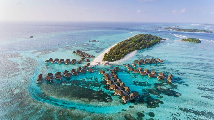 Maledivy, ostrovy jako šňůra perel