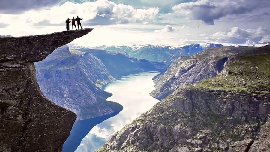 Trolí jazyk v Norsku: Adrenalinová vyhlídka s pachutí smrti
