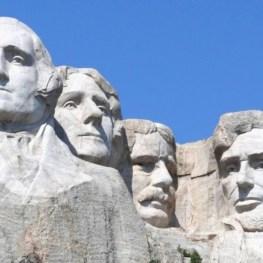 Národní památník Mount Rushmore: Čí hlava rozšíří čtveřici velikánů?