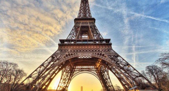 Mohla stát Eiffelova věž v Barceloně?