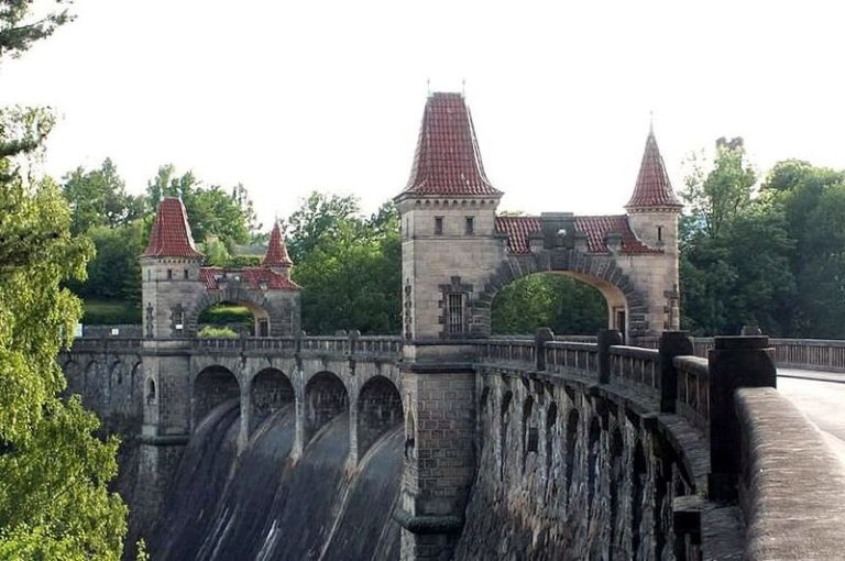 Nejkrásnější přehrada v Čechách: Vznikla kvůli 102 obětem katastrofy?