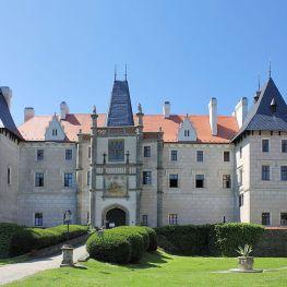 Zámek Žleby: Rezidence s královskou minulostí