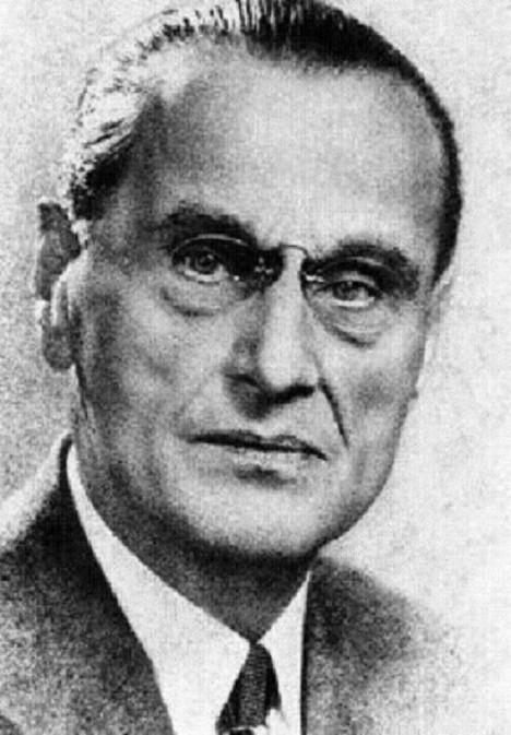Švýcarský chemik Jacques Brandenberger zkouší vytvořit ochrannou fólii.