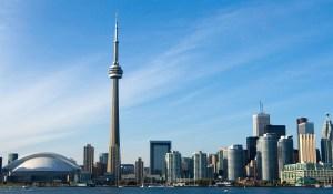 Věž CN Tower: Štíhlá krasavice nad Torontem