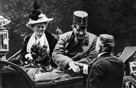 28 Jun 1914, Sarajevo, Austria-Hungary --- Archduke Ferdinand and his wife Sophie one hour before they would be shot a killed by Serb nationalist Gavrilo Princip as they drove through the streets of Sarajevo. --- Image by © Bettmann/CORBIS