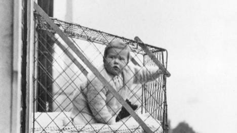 7. Venkovní klece pro děti - USA, 1922