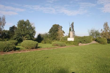 Na památku neslavného konce selského povstání z roku 1775 stojí dnes u Chlumce pomník.