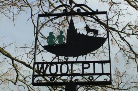 Ve Woolpitu si událost dodnes připomínají.