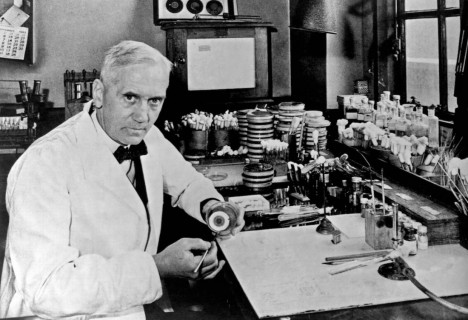 Sir Alexander Fleming, (6 August 1881 - 11 March 1955) was a Scottish biologist, pharmacologist and botanist who discovered Penicillin. (Photo by Universal History Archive/UIG via Getty Images)