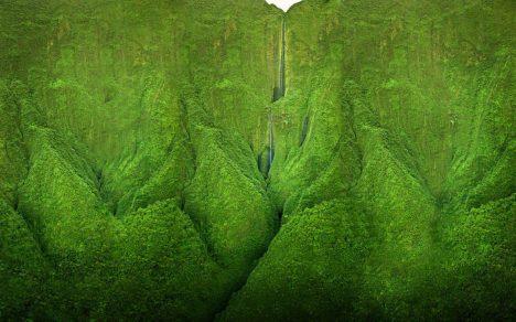 Severní cíp havajského ostrova tvoří hory porostlé neprostupnou džunglí. Právě zde můžete najít vodopád, který si jako kulisu vybrali filmaři Jurského parku. Prohlédnout si jej ale můžete jen z helikoptéry či letadla, po zemi je toto údolí prakticky nepřístupné.