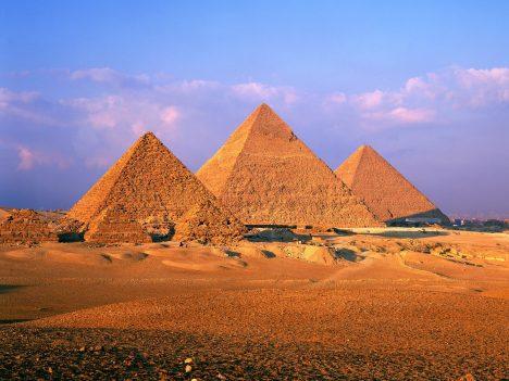 2 - Symbolem Egypta jsou samozřejmě pyramidy