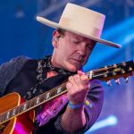 VIDEO: Keifer Sutherland a jeho Bedna vod whisky