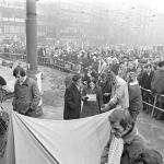 O 50 let zpátky: Nesouhlas s pasivitou společnosti, který končí v plamenech