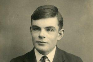Zachránce Alan Turing: Zemřel před šedesáti pěti lety. Úmrtního oznámení se dočkal až nyní