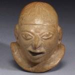 Záhady kultury Guangala: Proč zdatní keramici pohřbívali děti s přilbami?