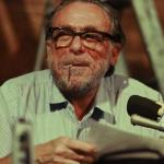 """Charles Bukowski: """"Starý prasák"""" si života užívá plnými doušky"""