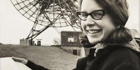 Jocelyn Bell Burnell, objevitelka prvního pulzaru, jej pojmenovala po zelených mužíčcích.