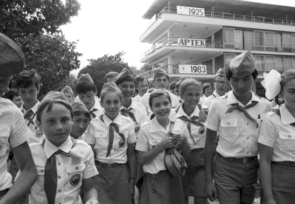 Samantha Smith (center) visiting the USSR upon the invitation of General Secretary of the Central Committee of CPSU Yuri Andropov in all-Union Artek pioneer camp on July 1, 1983.