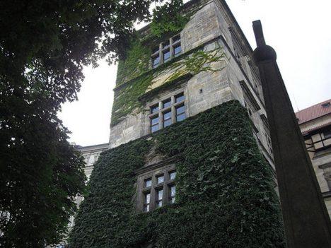 3 praz hrad okno