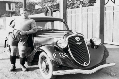 Slavný fotbalový brankář František Plánička s vozem Škoda Popular, který Auto Palace úspěšně prodával od poloviny 30. let.