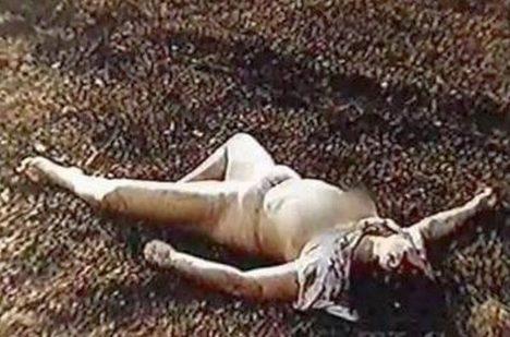 Zohavené tělo Susan Petersonové.