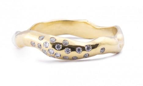 Otisk prstu svého milované vždy u sebe? Proč ne! 27Jewelry nabízí tyto originální snubní prsteny