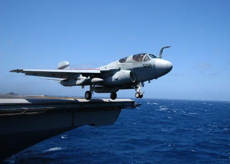 Stíhačky USS Enterprise bojovaly například s vietnamskými komunisty.