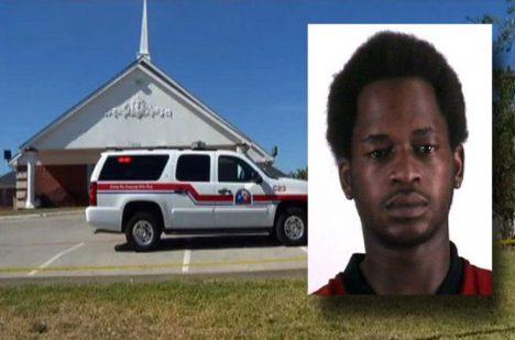 Derrick Birdow + kostel, kde k napadení došlo.
