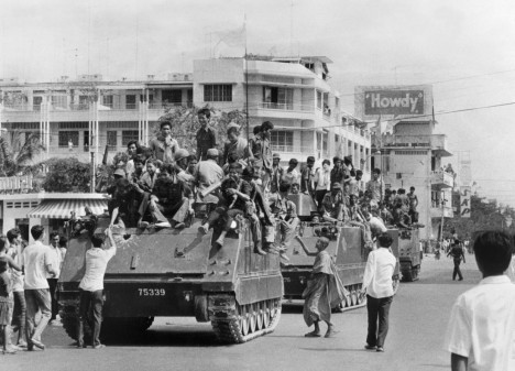 The young Khmer Rouge guerrilla soldiers atop their US-made armored vehicles enter 17 April 1975 Phnom Penh, the day Cambodia fell under the control of the Communist Khmer Rouge forces. The Cambodian capital surrendered after a three and a half-month siege of Pol Pot forces. (Photo credit should read SJOBERG/AFP/Getty Images)