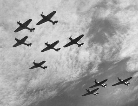 V bitvě o Británii pošle k zemi nejméně 17 nepřátelských letounů.