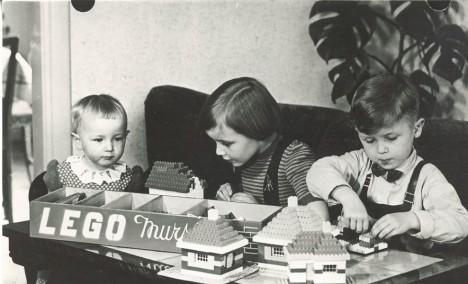 Děti si stavebnici lego velice rychle zamilují. Stává se pro ně velkým hitem.
