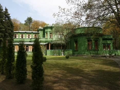 Dům v Kuncevu nedaleko Moskvy. Stalin většinu času pobýval právě zde.